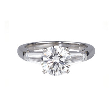 4-Prong Platinum Round Brilliant Diamond With Thin Baguettes