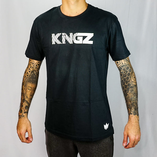 Camiseta Masc. Kingz Name Slash - Preto