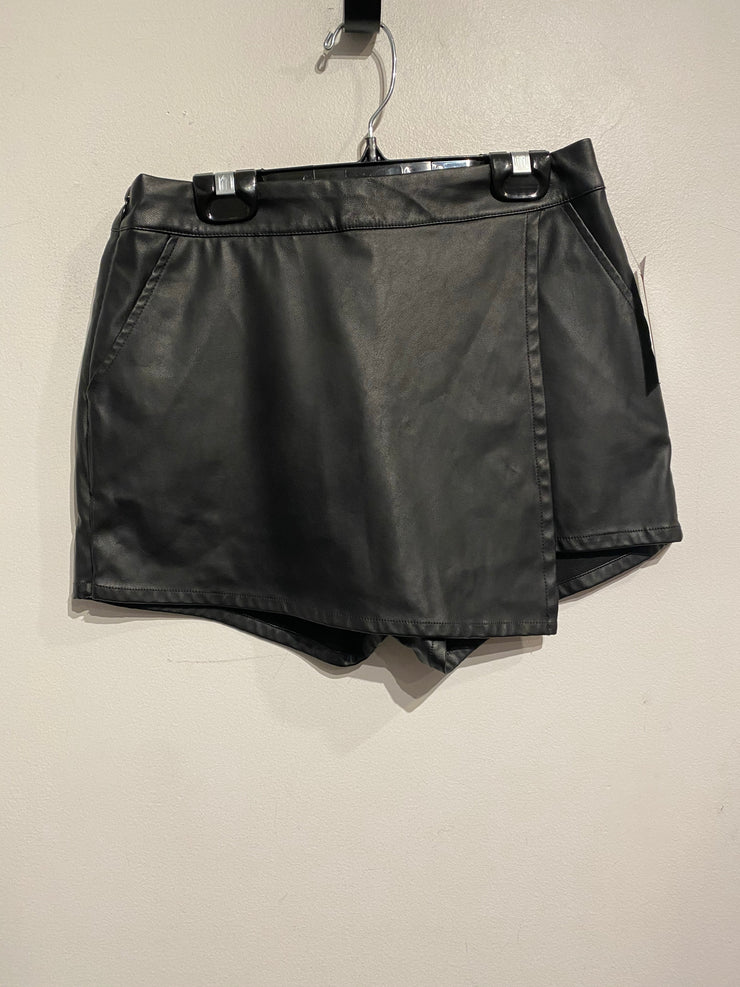 Divided Vgn Leather Skort