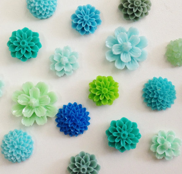 Resin Flower Magnet Set of 8. Two styles