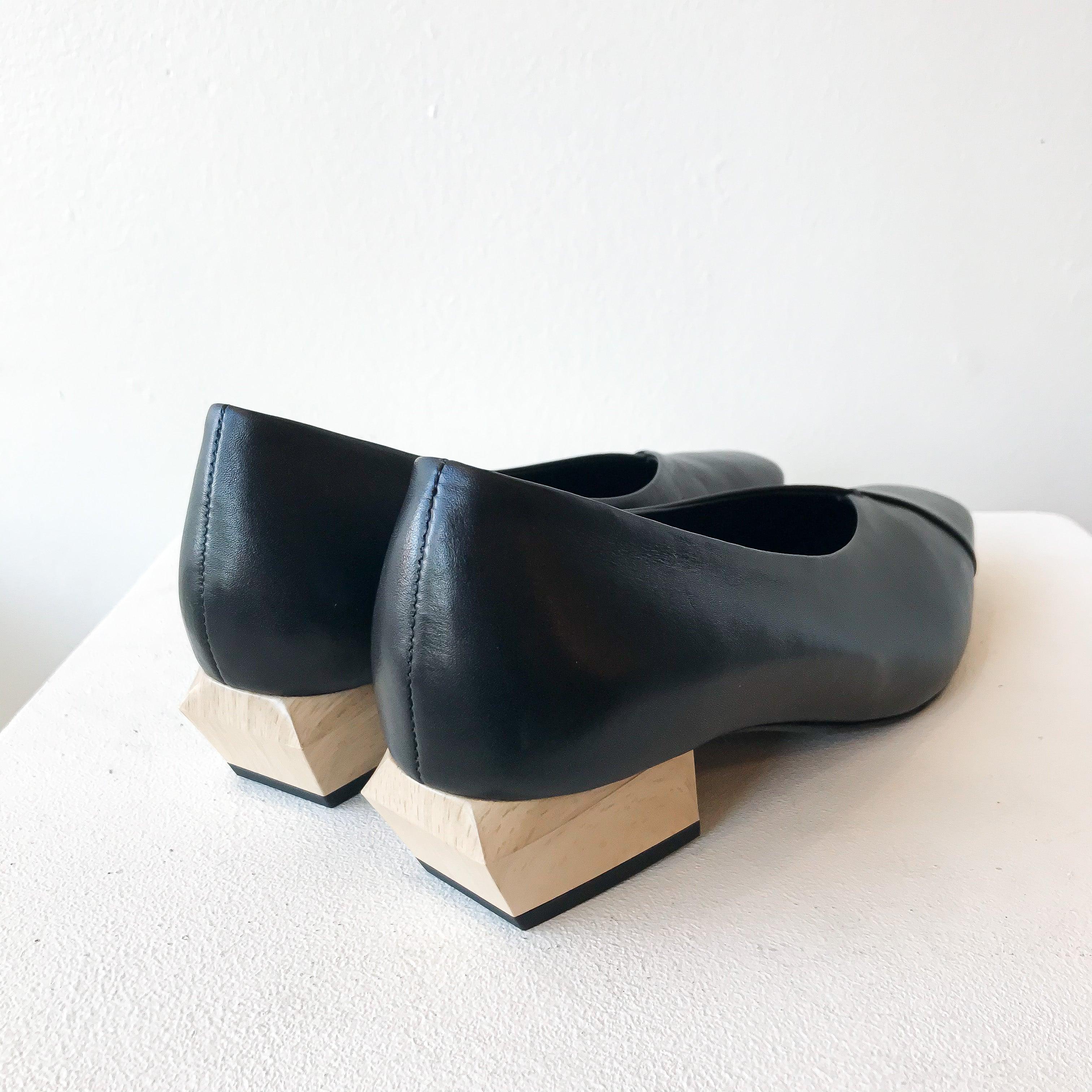 FW20 791030-1 | Square Toe Heels - Black | Yuko Imanishi+