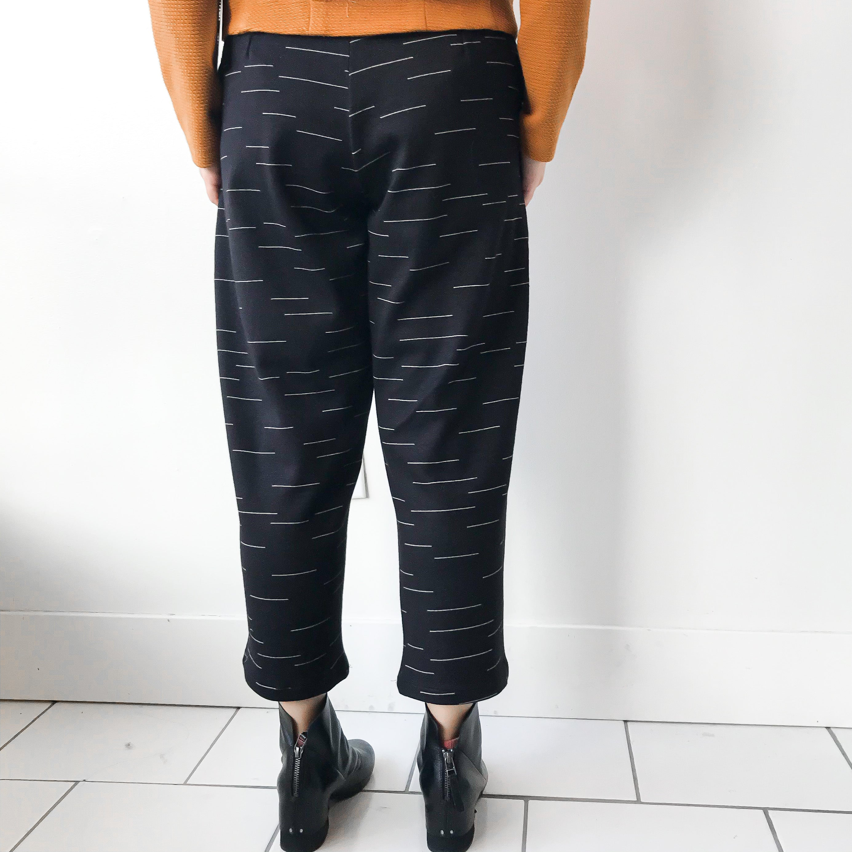 MELOW | BILBO High Waisted 3/4 Trousers - Black
