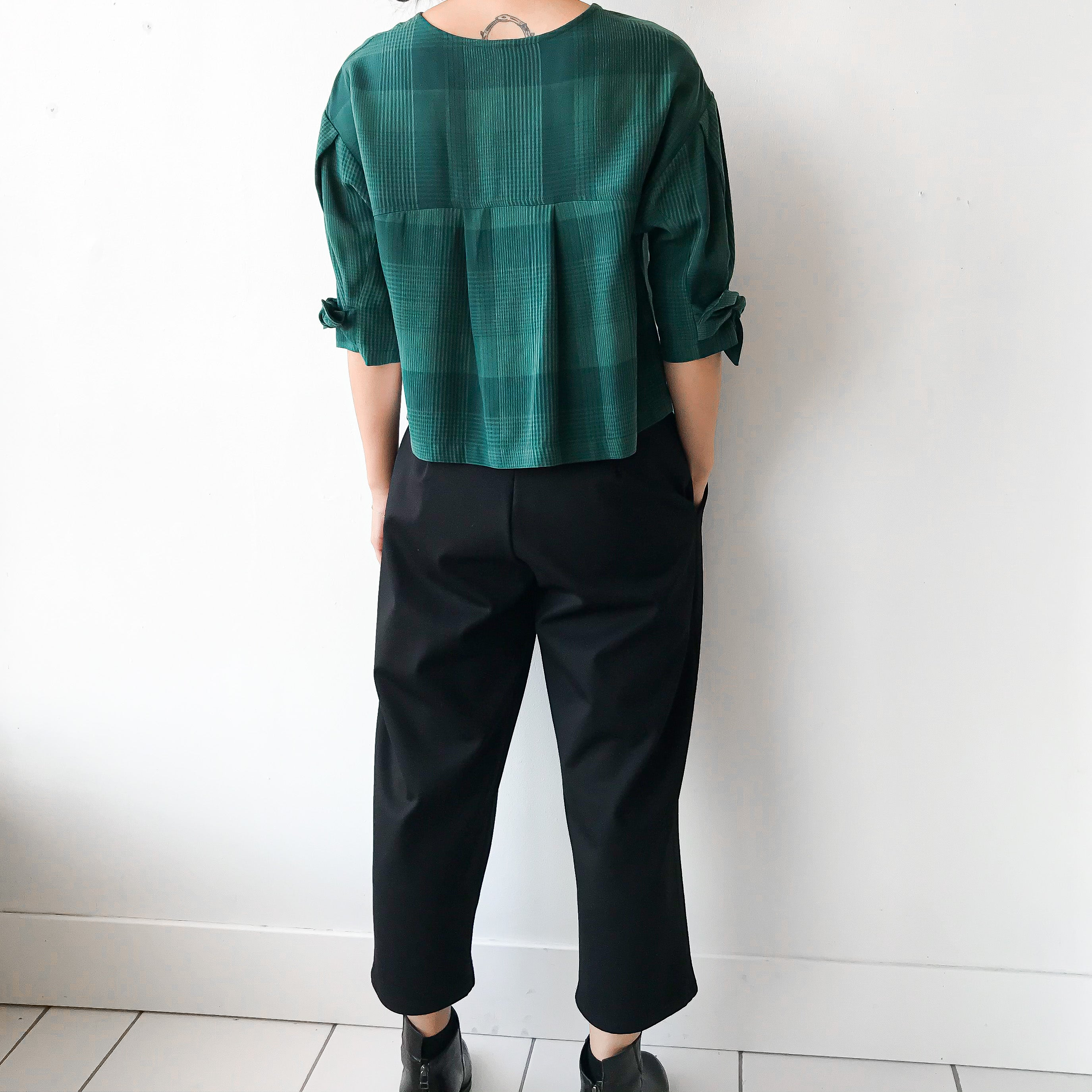 eve gravel |SUNRISE Tied Sleeve Top - Emerald Plaid