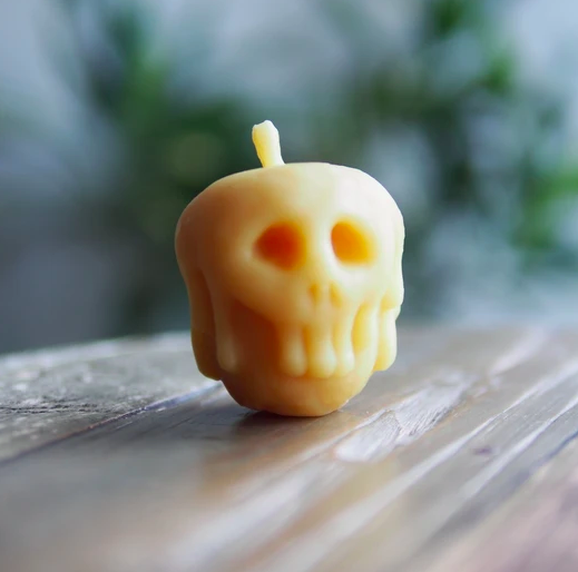 VILKU VILKA Beeswax Candle Poisoned Apple
