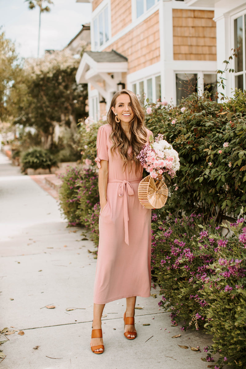 Dusty pink midi t-shirt dress with tie sleeves