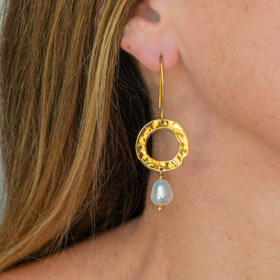 Pearly Sky Earrings (Gold)