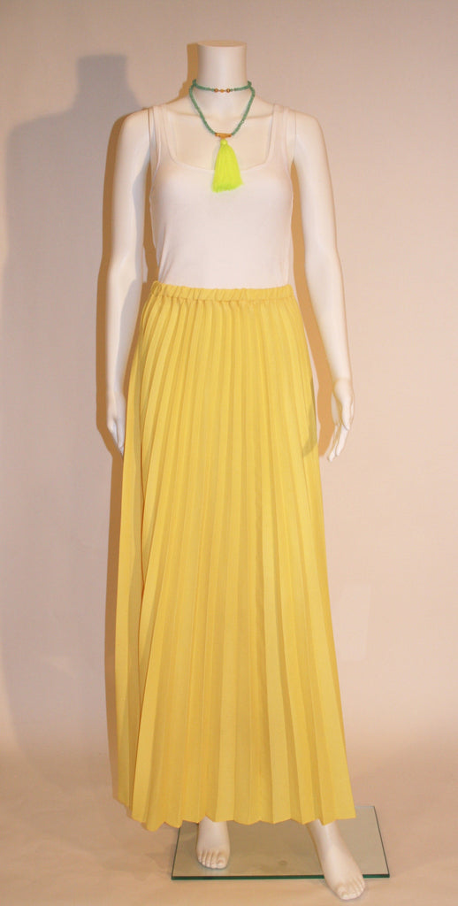 Vintage yellow pleated maxi
