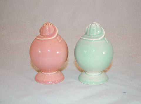 Vintage 1930s USA Pottery Salt & Pepper Shakers