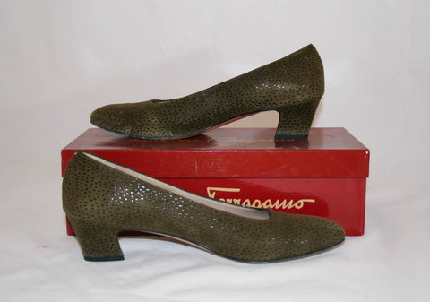 Vintage Ferragamo Womens Green Pebble Suede Low Heeled Pump