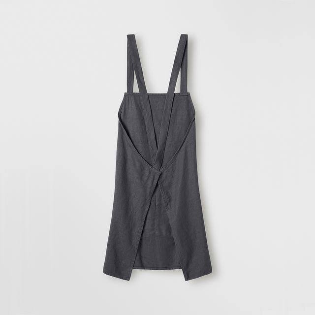 The back of the Jude Linen Apron in Slate