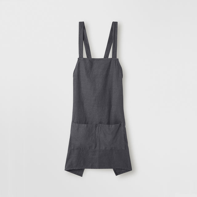 The front of the Jude Linen Apron in Slate