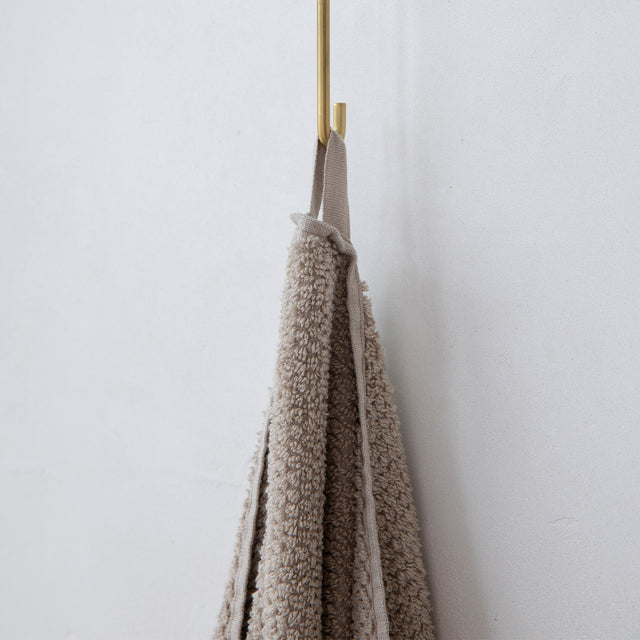 A close up on the hanging loop that can be used to hang the Pure Linen Bath Towel in Natural when drying.