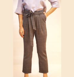 HIGH WAISTED ABOVE THE ANKLE LENGTH PANT