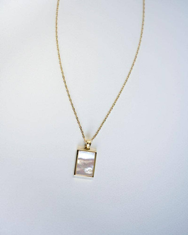En Route Jewelry - Lucerne Plate Necklace