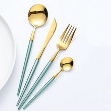 Lade das Bild in den Galerie-Viewer, Add these stunning 4 piece cutlery set to your cutlery collection and dine with style and elegance. Cutleries has a ribbed design keeping the handle free from food. Perfect for dinner parties and special occasions.