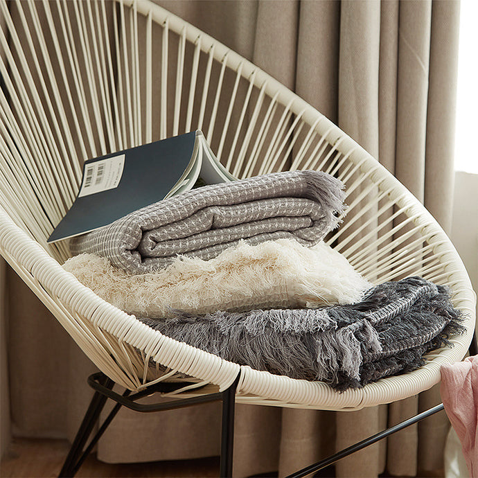 Keep on the sofa or use one to add texture to the foot of your bed. Made from soft, cotton waffle and is a generous throw size. Wrap up with your favorite book and a warm drink during the cooler months.