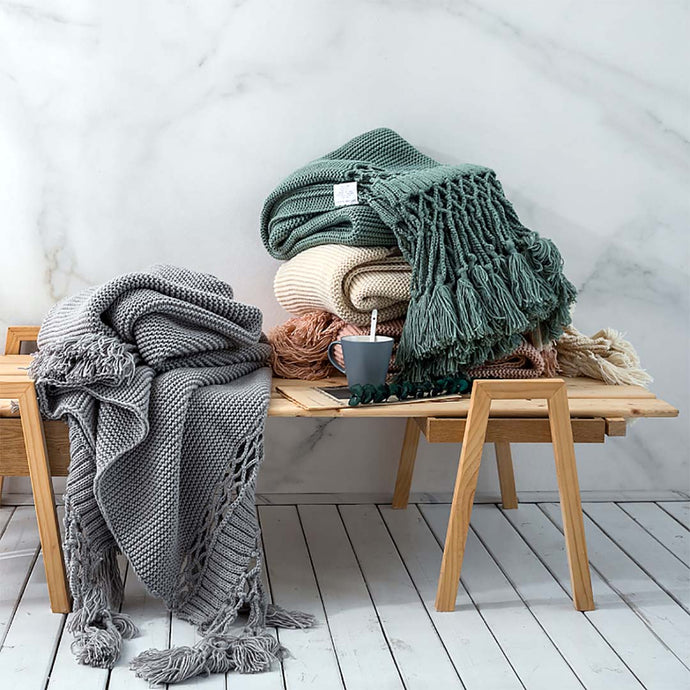 Soft, cozy blanket throw to curl up with your favorite book or a hot beverage and for braving the chilly seasons. decke