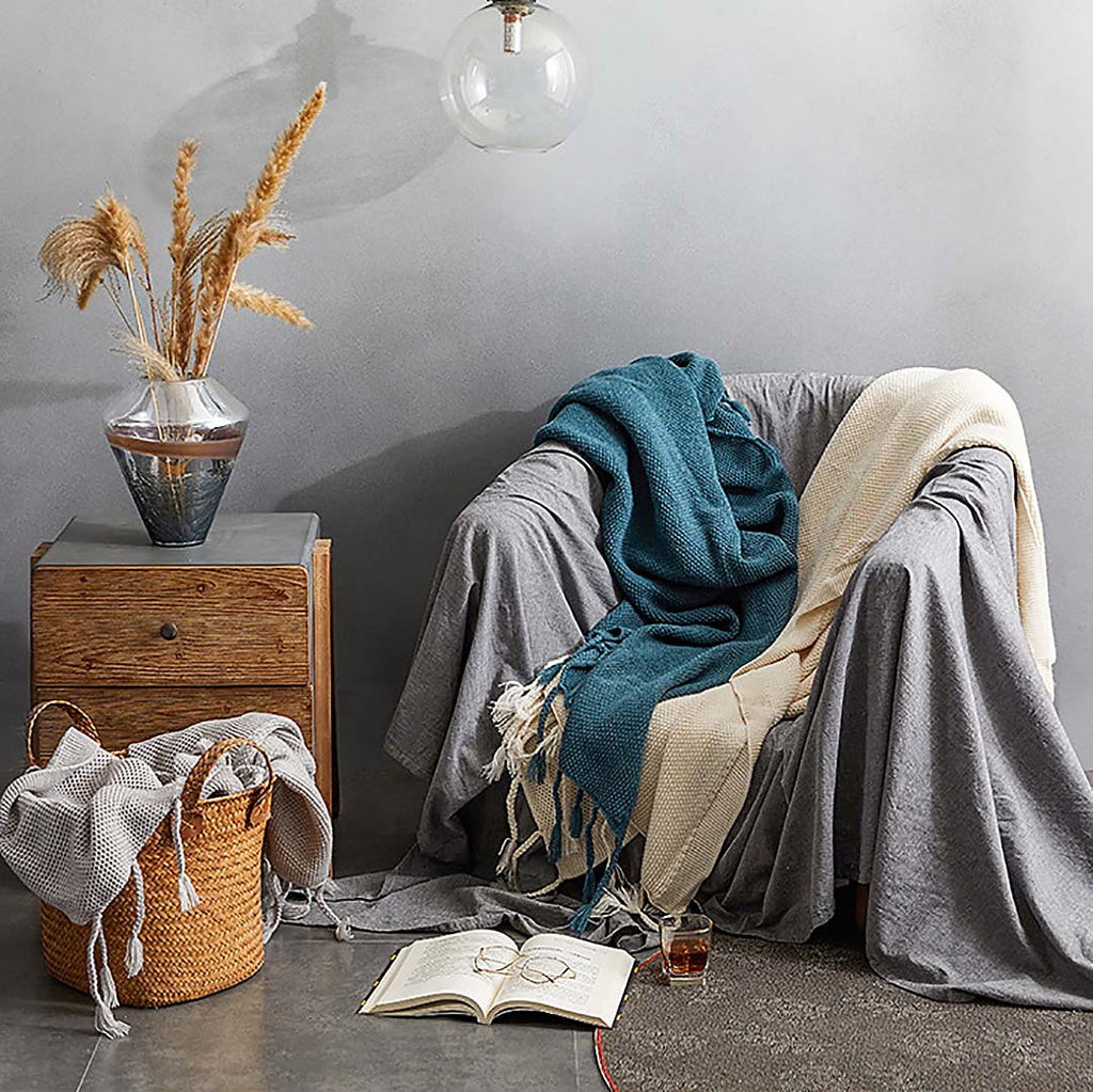 Soft, cozy weighted blanket throw to curl up with your favorite book or a hot beverage and for braving the chilly seasons.