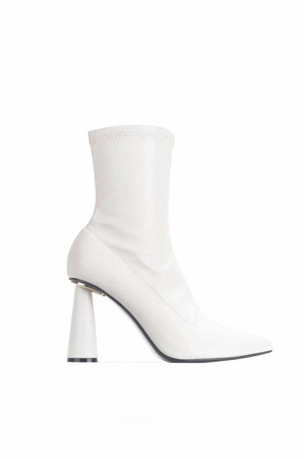 DUERO SHE'S A CATCH HEELED BOOTIES-WHITE