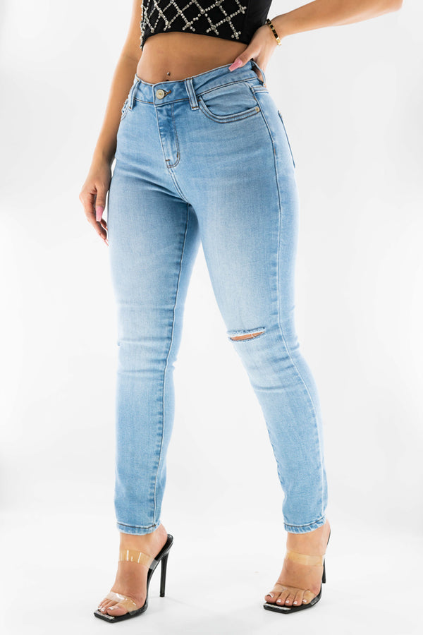 EMMA KILLS IT EVERYDAY SUN WASHED DENIM JEANS-LIGHT WASH