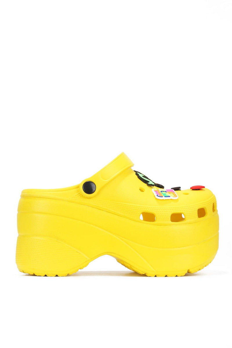 GARDENER-2 CHUNKY PLATFORM ANKLE STRAP CUT OUT HOLE SANDAL-YELLOW - FlashyBox