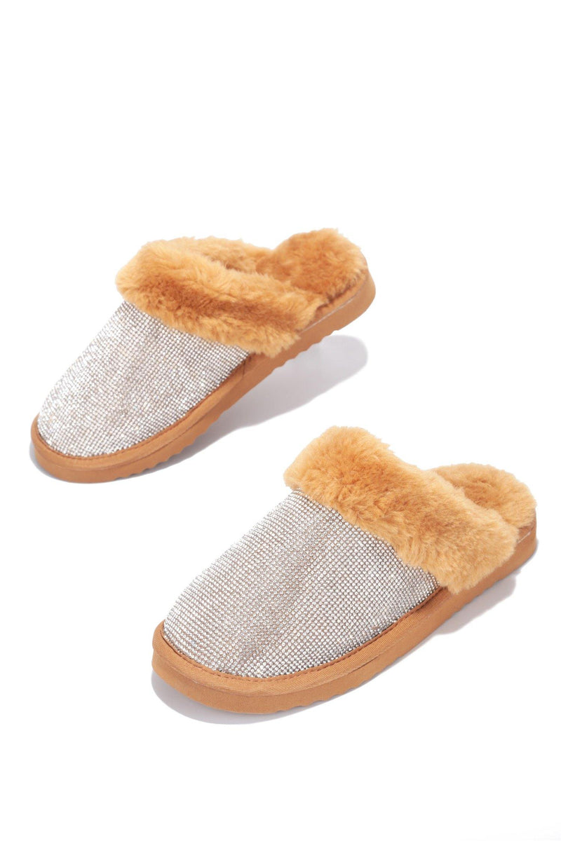 HOLIDAY FUZZY MOMENT SLIPPERS-TAN