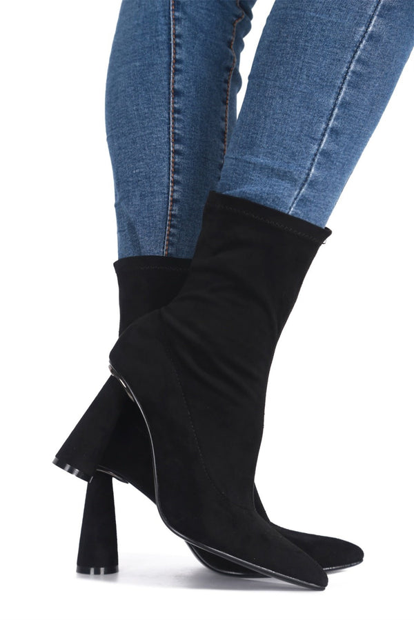 DUERO SHE'S A CATCH HEELED BOOTIES-BLACK - FlashyBox