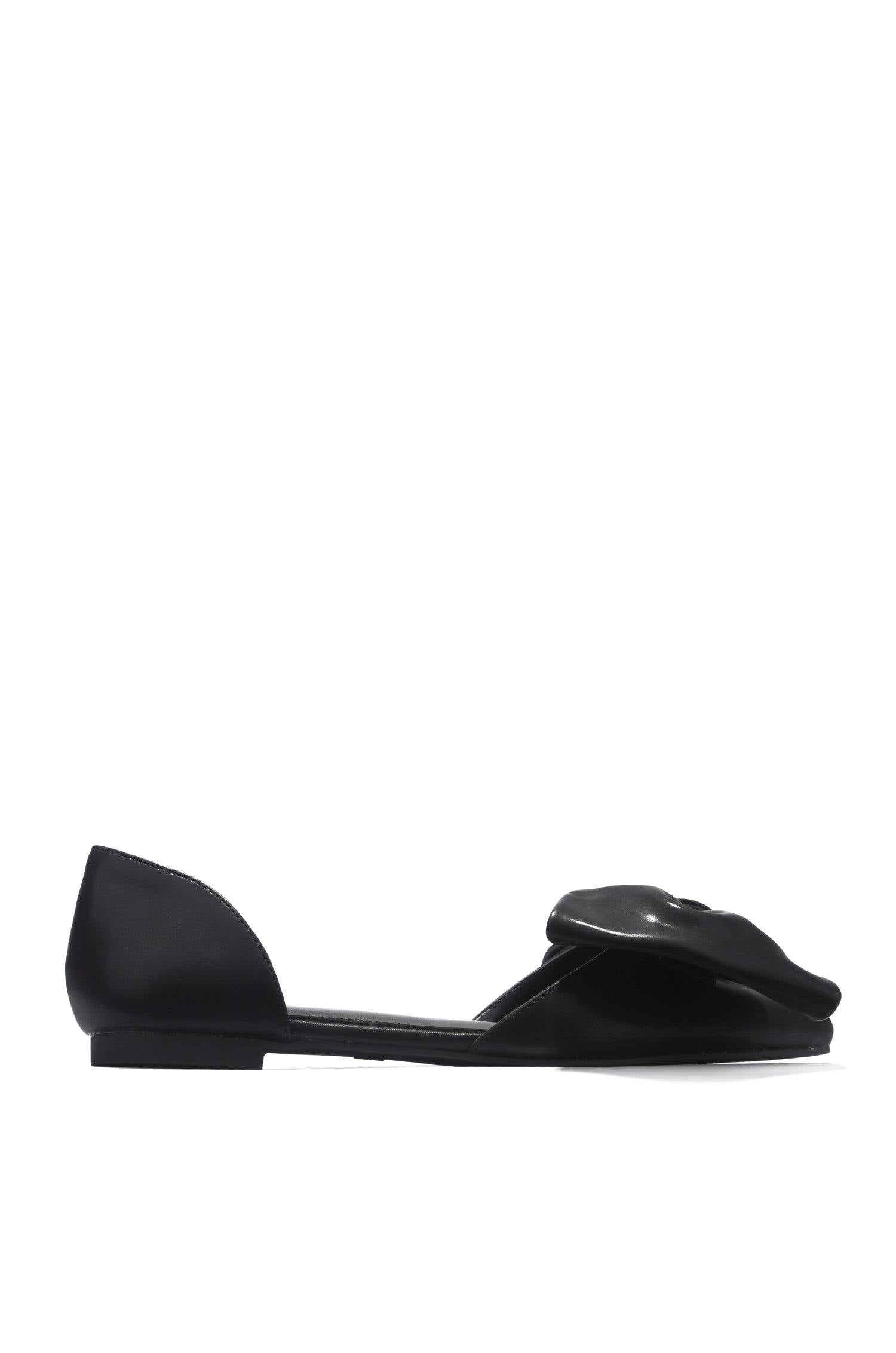TWIT NOT YOUR EVERYDAY FLATS-BLACK