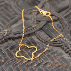 Gold Chain Bracelet with Four Sided Emblem