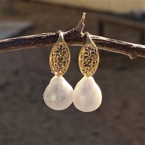 White Pearl Earring with Gold Trim