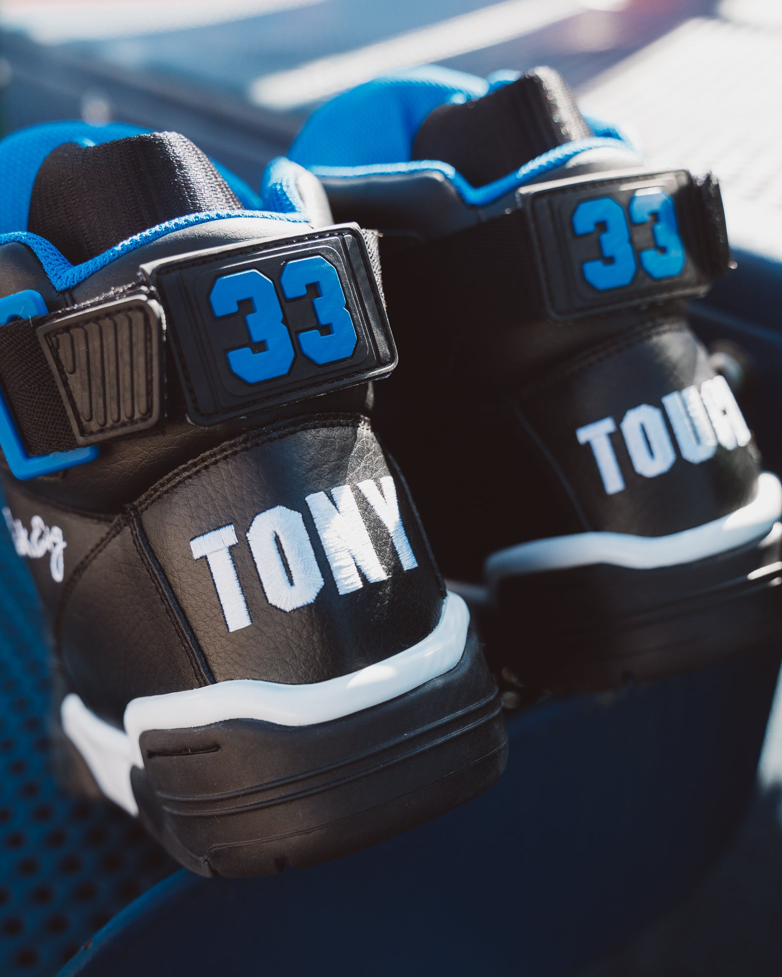 33 HI Black/White/Royal x TONY TOUCH
