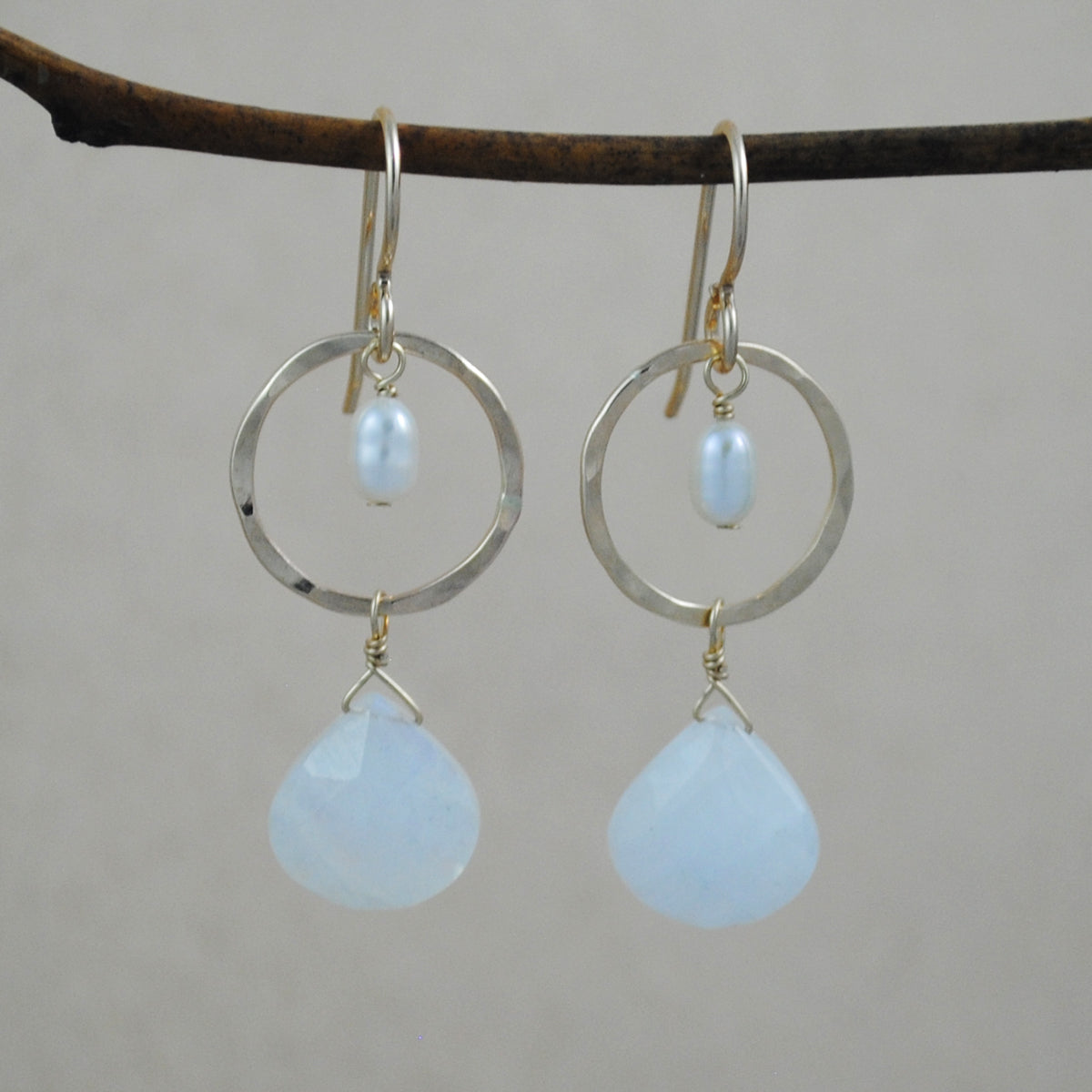 Circle with Stone and Pearl Earrings - goldfilled