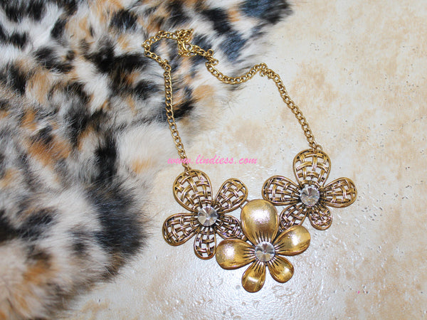 VINTAGE GOLD DIAMOND FLOWER NECKLACE