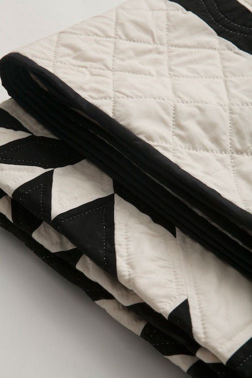 Amish Patchwork Duotone Quilt Black/Unbleached