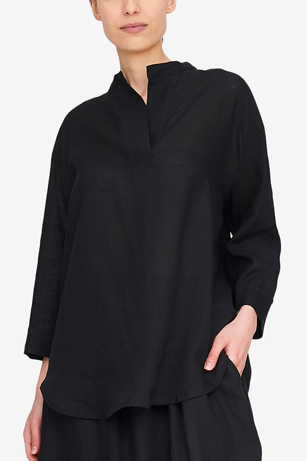 A simple design that's easy to wear, this Slip On Top can be worn to sleep for during the day. Either way, you'll be comfortable and chic. In our best-selling black linen.