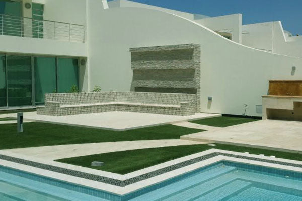 Artificial-Grass-Pool12