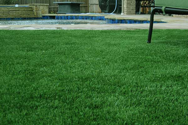 Artificial-Grass-Pool2