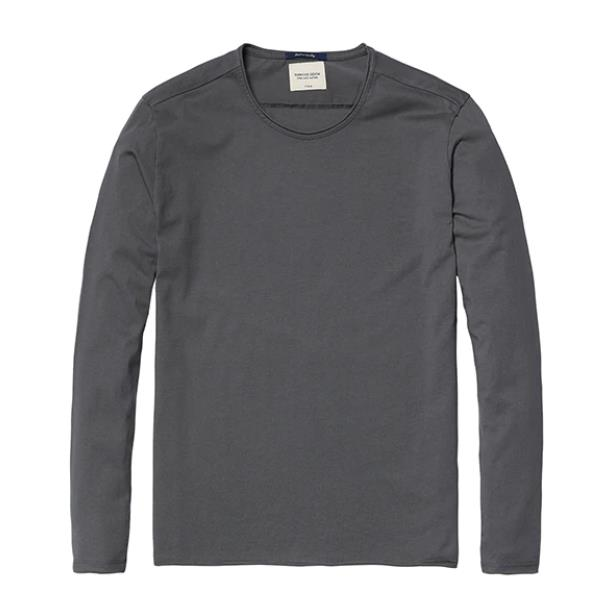 Casual T-shirt with long sleeves