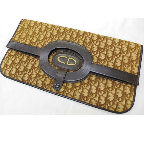 Vintage Christian Dior brown trotter clutch bag with CD gold charm. Seen on the SATC, Carrie had it to go to the New York Stock Exchange.