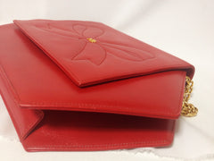 Vintage Nina Ricci red leather hexagon shape clutch shoulder bag with a large bow stitch and golden chain. Perfect party purse. Rare purse