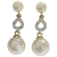 Vintage Nina Ricci white faux pearl and crystal stone teardrop dangling earrings. Classic and beautiful jewelry piece.