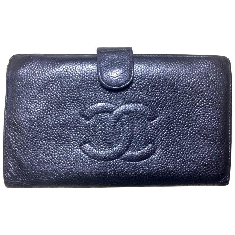 Vintage CHANEL black caviar leather wallet with large CC stitch mark logo. Classic wallet.