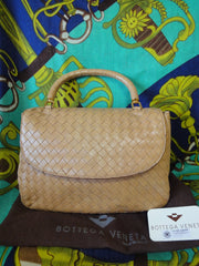 Vintage Bottega Veneta beige intrecciato woven leather handbag. Best classic and elegant purse.