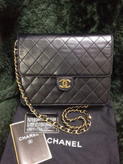 Vintage CHANEL black quilted lambskin classic 2.55 shoulder purse with golden CC and chain strap. The very classic bag.