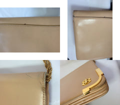 Vintage Bally nude beige leather chain shoulder bag, can be clutch purse with gold tone logo motif and frames.