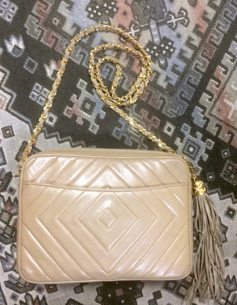 e5c51e649d00 ... Vintage Chanel beige lamb leather 2.55 camera bag style chain shoulder  bag with fringe and CC ...