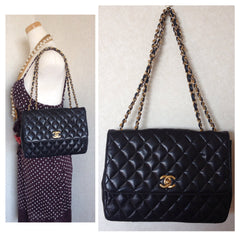 80's vintage CHANEL classic 2.55 black lambskin double chain shoulder bag with golden CC closure. Perfect daily use bag