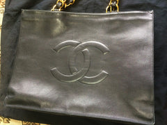 Vintage CHANEL black calfskin large tote bag with gold tone chain handles and CC motif. Classic purse for daily use