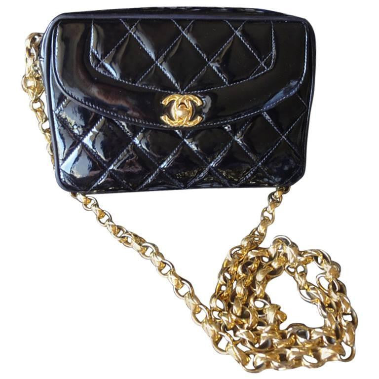 Vintage CHANEL quilted patent enamel leather black camera purse with golden chain strap and a ball