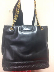 Vintage CHANEL black calf leather large chain shoulder tote bag with golden CC mark motif at flap. Classic purse for daily use.